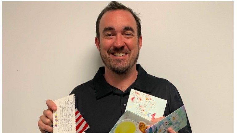 Bürgermeister Lillie mit Dankeskarten