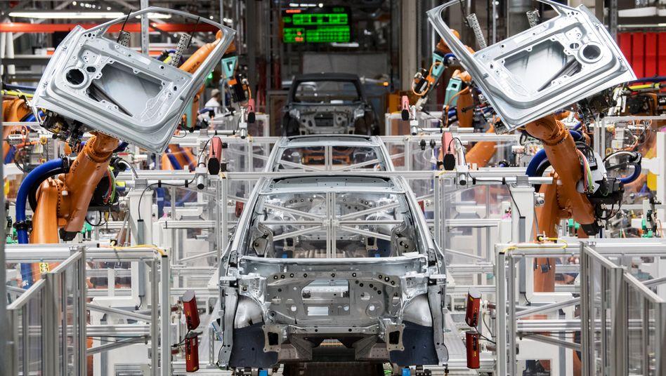 Schlüsselbauteil Mikrochip: Die Autoindustrie leidet derzeit unter einem Chipmangel – und damit teilweise auch Kunden, die auf Autos warten müssen (Symbolbild)