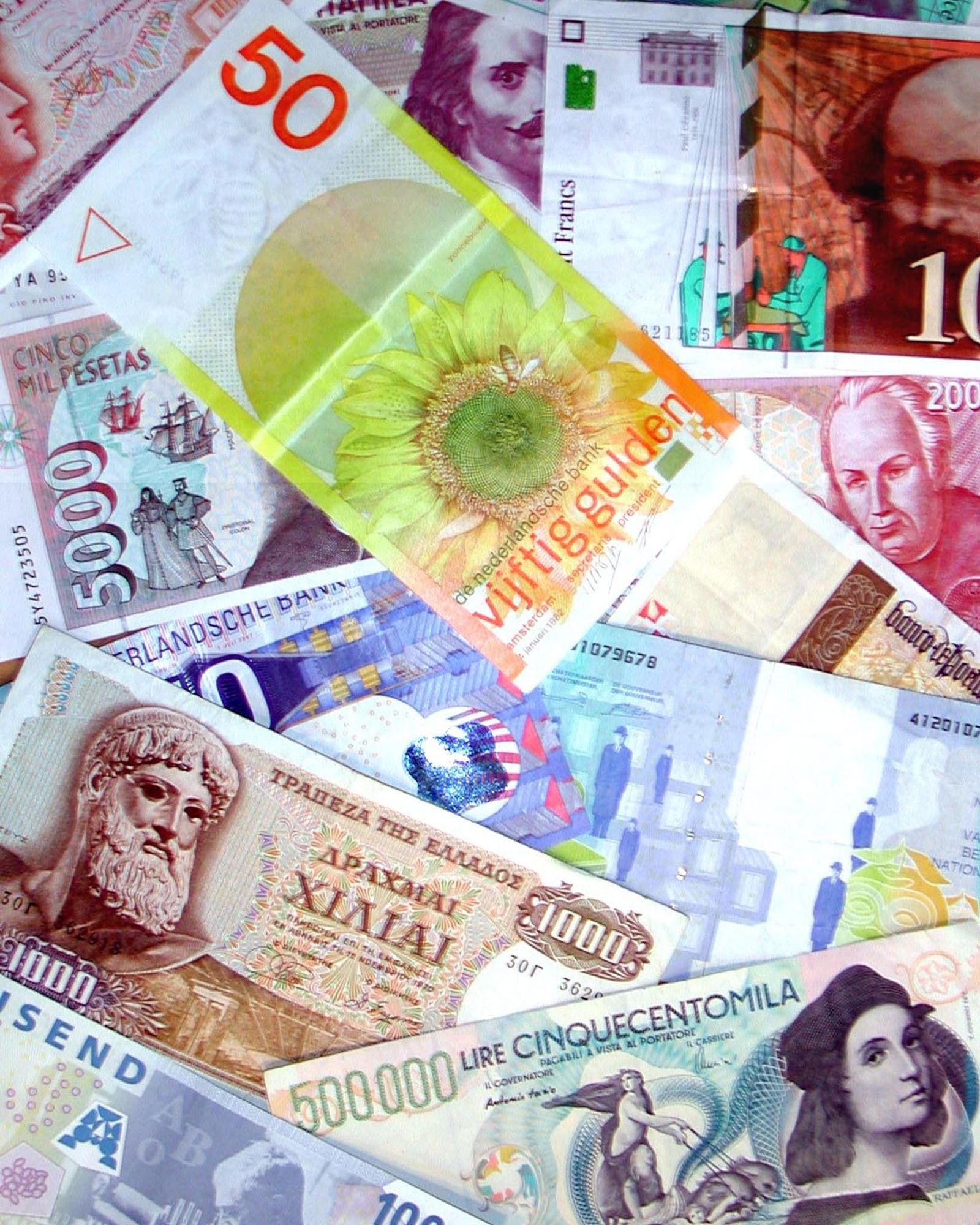 EINMALIGE VERWENDUNG Symbolbild Europäische Währungen / Banknoten