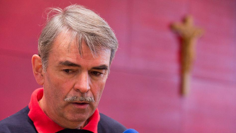 """Gustl Mollath vor dem Untersuchungsausschuss: """"Nächtliche Zimmerkontrollen"""""""