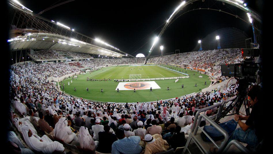 Khalifa Stadion in Katar: Druck auf die Politik wächst