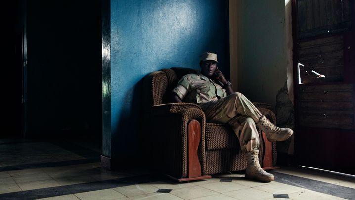 Frauen in Afrikas Milizen: Kalaschnikow und Nagellack