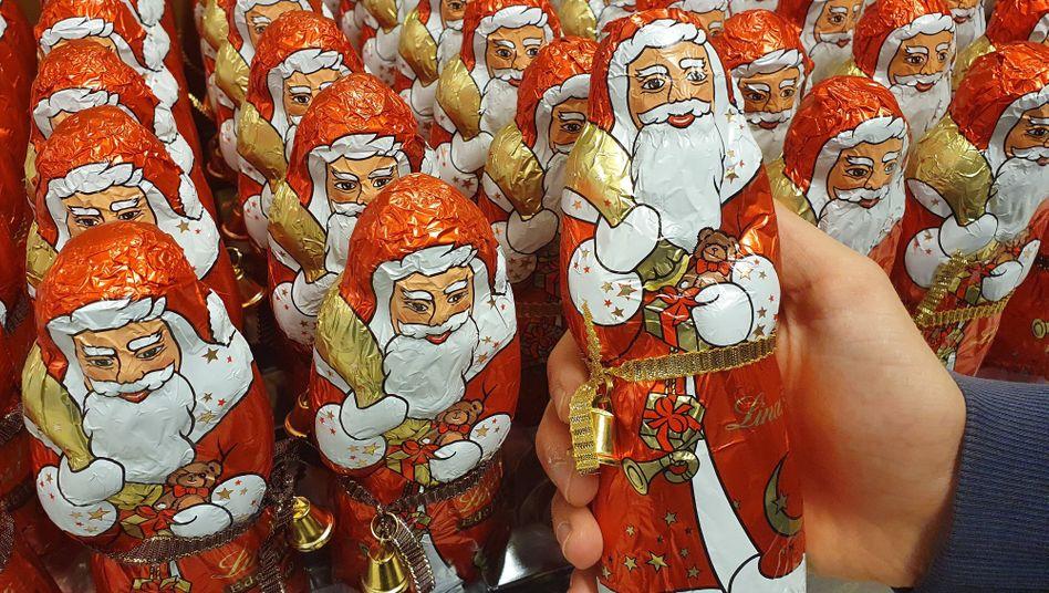 Schokoladenweihnachtsmänner im Supermarkt