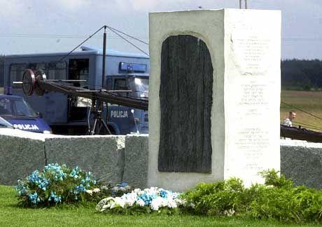 """Ein Gedenkstein, der die Täter nicht beim Namen nennt: """"Unter tragischen Umständen ihr Leben verloren"""""""