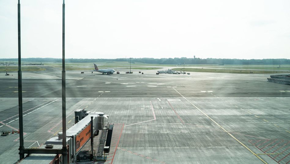 Leeres Vorfeld am Hamburger Airport