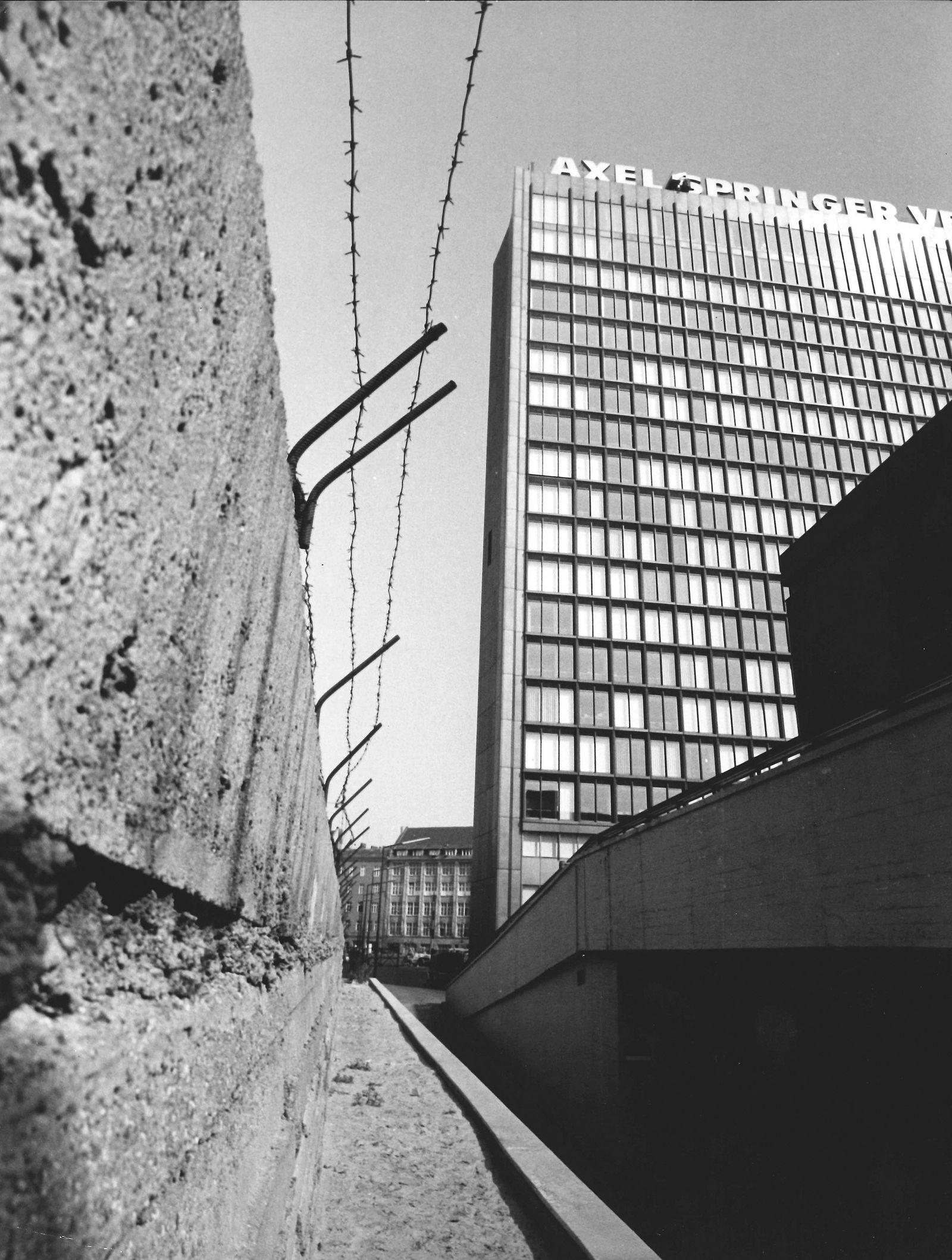 EINMALIGE VERWENDUNG SPIEGEL PLUS DER SPIEGEL 16/2018 Seite 117 Axel-Springer-Haus in Berlin 1966