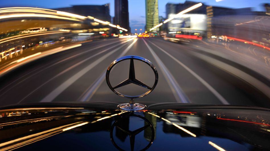 Daimler has expanded into the United Arab Emirates with two financial services companies.