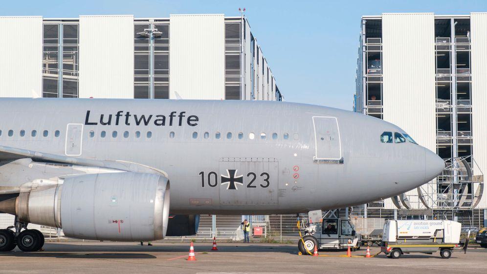 Im August brachte die »Kurt Schumacher« noch afghanische Ortskräfte nach Niedersachsen, im Juli 2022 eröffnet in der A310 ein Restaurant mit 170 Plätzen
