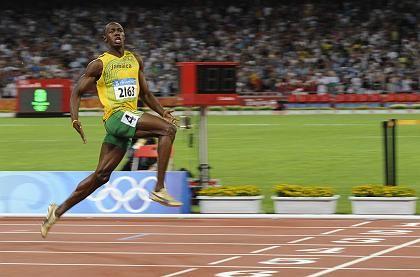 Sprinter Bolt (bei Olympia): Vorm Ziel schon nach der Zeit geschaut