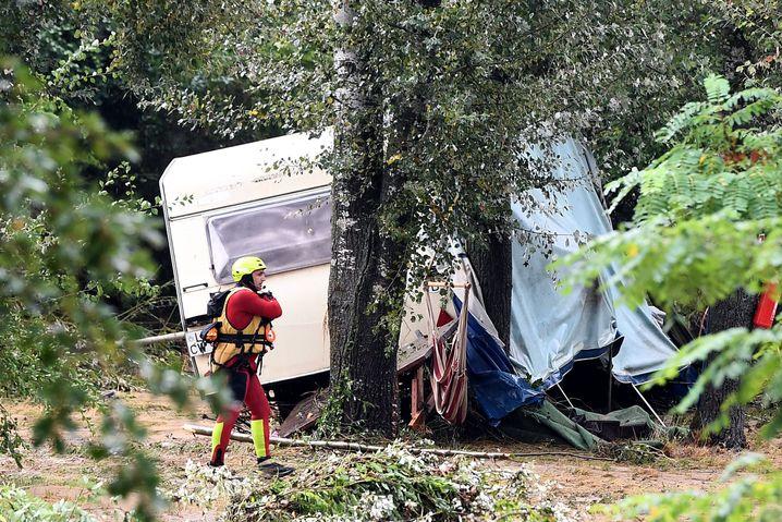 Zelte und Wohnwagen wurden von den Wassermassen weggerissen
