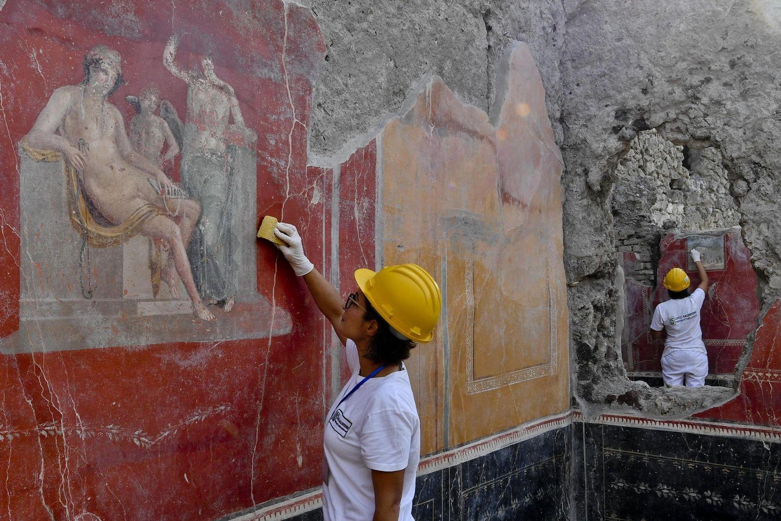 Italy Pompeii Eruption