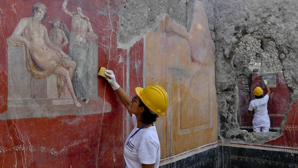 Archäologen in Pompeji