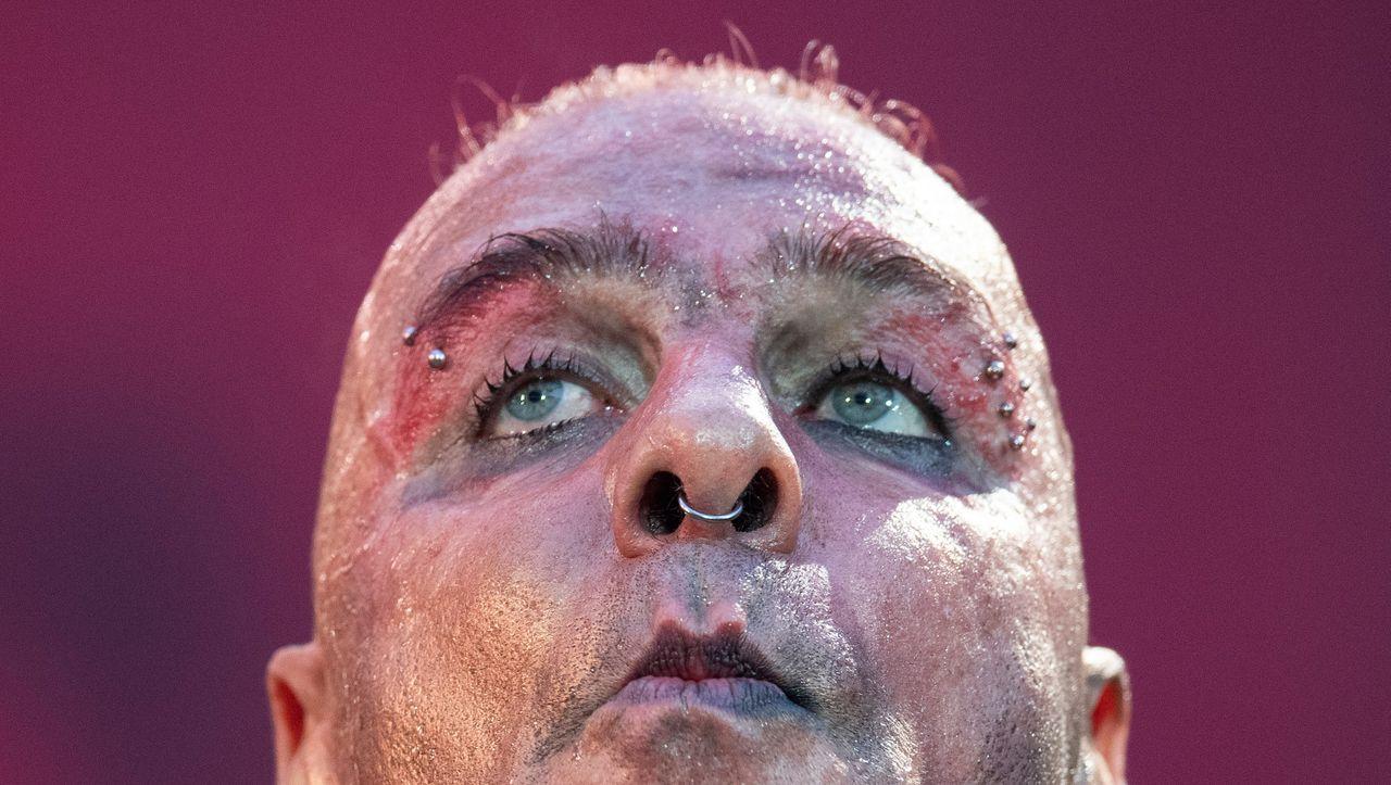 Missbrauchslyrik von Rammstein-Sänger Till Lindemann: Es ist klar, wer da kritzelt - DER SPIEGEL - Kultur