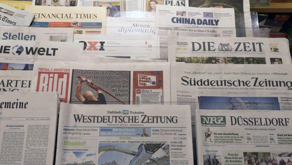 """Tageszeitungen in einer Buchhandlung in Düsseldorf: """"Objektivierbare Anknüpfungspunkte"""""""
