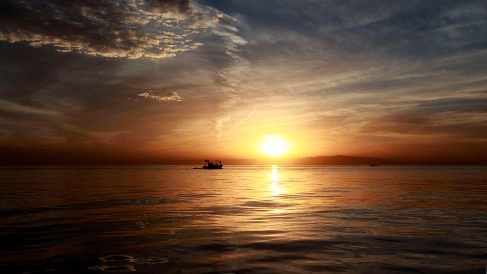 Sonnenuntergang vor algerischer Küste (Symbolbild)