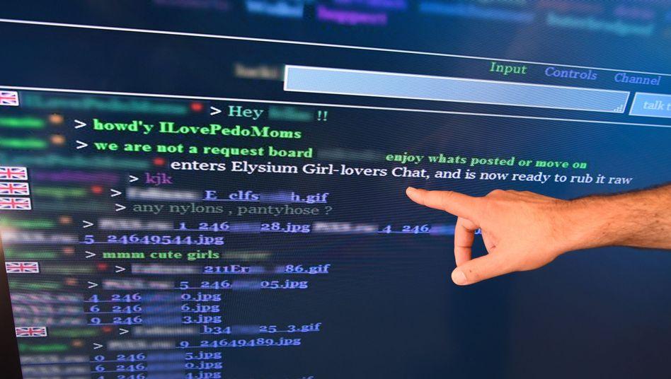"""Screenshot eines """"Elysium"""" Chat-Protokolls (gezeigt bei einer Pressekonferenz)"""