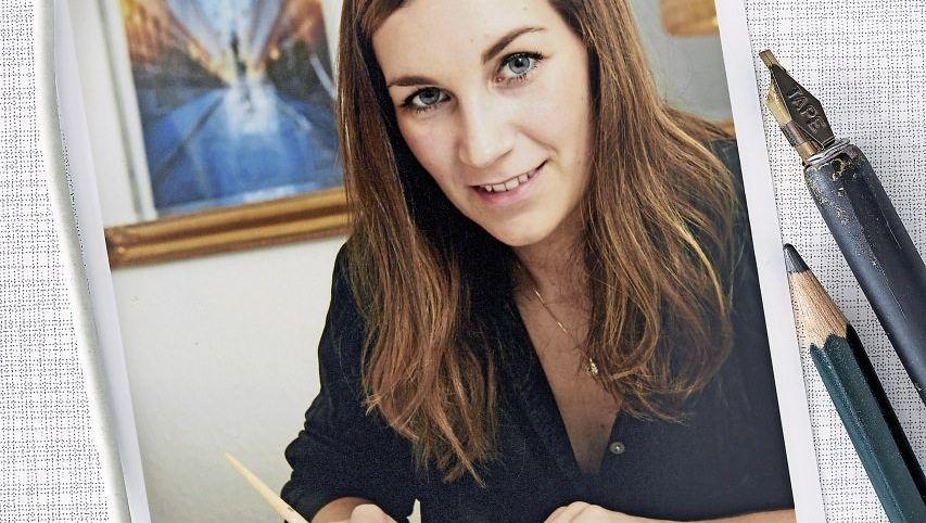 Schönschrift üben Als Anna-Maria Koy zum ersten Mal die mit der Feder gezeichneten Schriftzeichen einer Künstlerin sah, hatte sie sofort Lust, das Kalligrafieren auszuprobieren. Seitdem schreibt sie abends Goldbuchstaben.