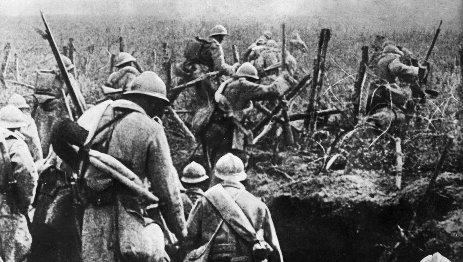Archive photo of French soldiers in World War I: France and Britain needed German reparations to repay their own war debts.