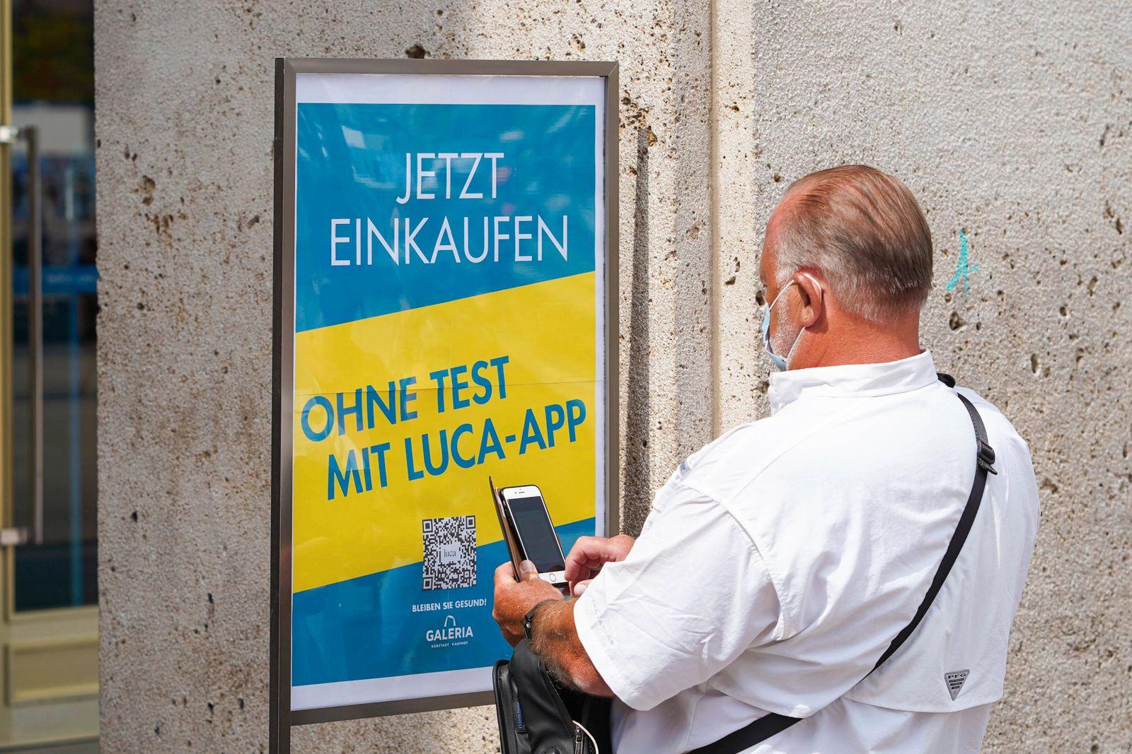04.06.2021,Berlin,Deutschland,GER,Kaufhof am Alexanderplatz.Jetzt einkaufen Ohne Test mit Luca-App *** 04 06 2021,Berlin