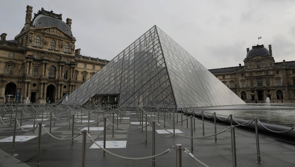 Leere vor dem Louvre: Frankreich verschärft seine Corona-Maßnahmen