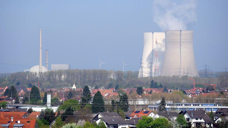 """Die Kühltürme von Block 1 und 2 des AKW Philippsburg: """"In der Planung nicht vorgesehen"""""""