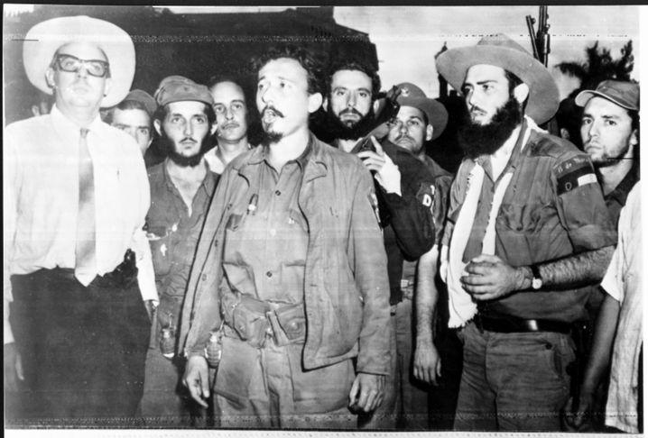 Der ehemalige Castro-Intimus Rolando Cubela (2.v.r.)