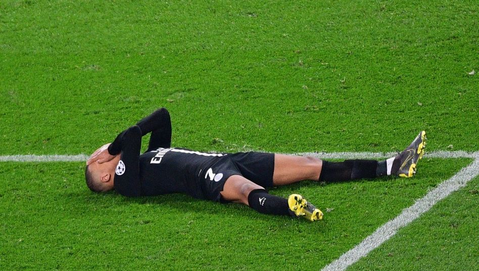 Kylian Mbappé am Boden