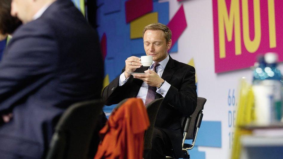 Parteivorsitzender Lindner: Braucht kein Mikrofon, nur einen Kaffee