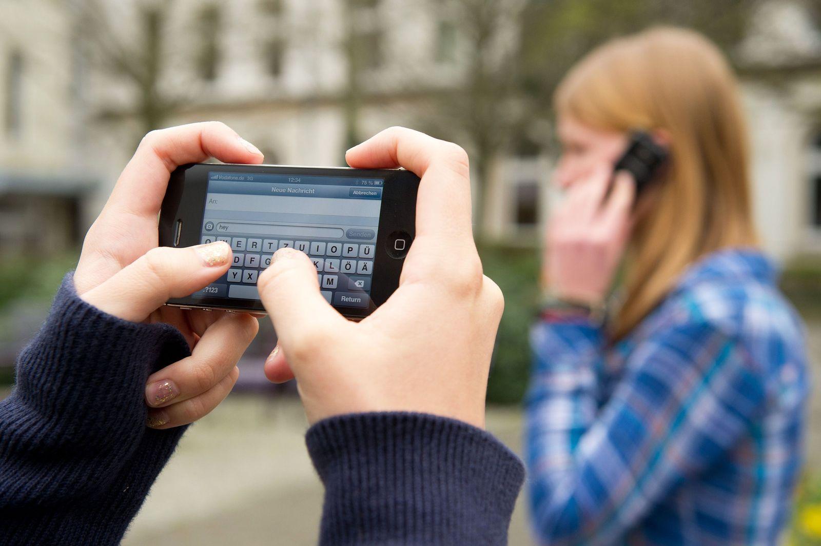 Schüler / Schule / Handy