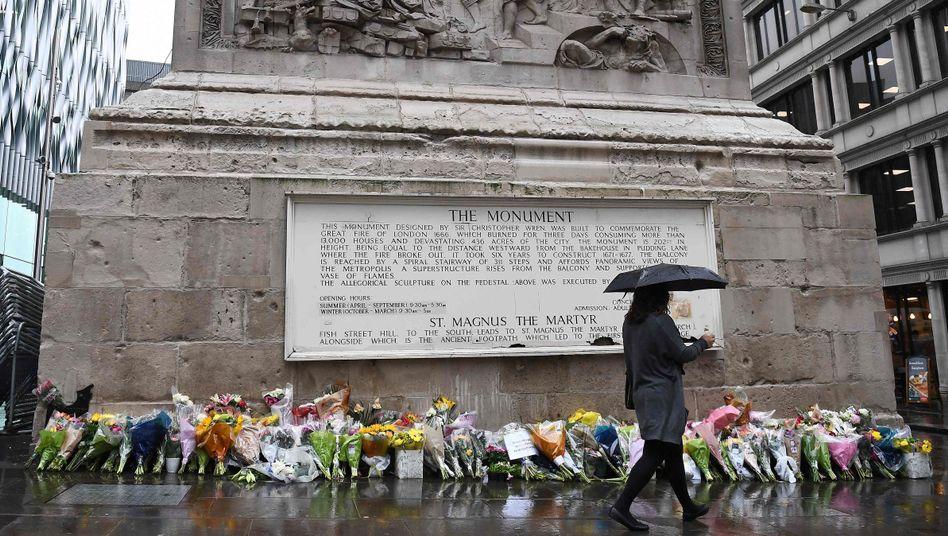 Blumen in Gedenken an die Opfer des Londoner Anschlags