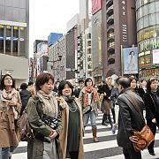 Passanten in Ginza, Tokio: Keine Plastikbeutel mehr benutzen