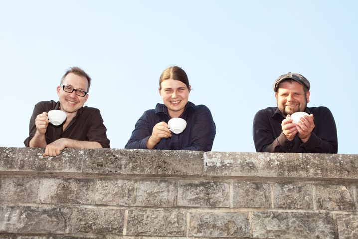 Kollektivisten Georg Ruhm, Nadine Heymann und Oliver Klitsch beim Kaffeegenuss