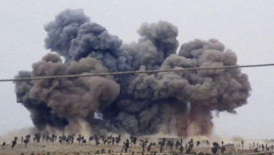 """Bildausschnitt aus einem Video aus der Nähe von Idlib: Türkei warnt vor """"weiterer Eskalation"""""""