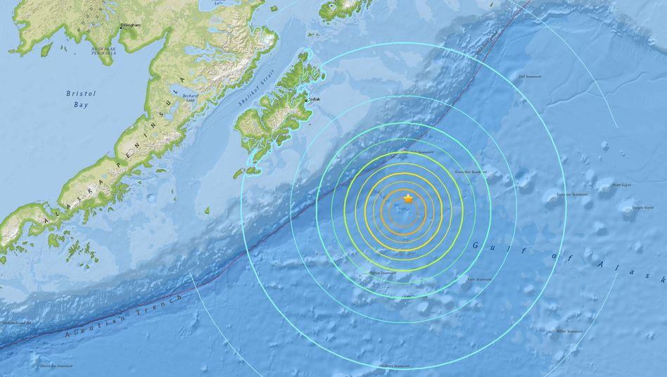 Seebeben am Dienstag: Epizentrum (Stern) vor Alaska