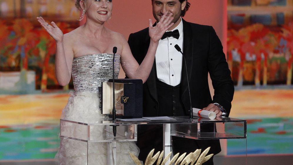Cannes-Gala: Kniefall und Küsschen