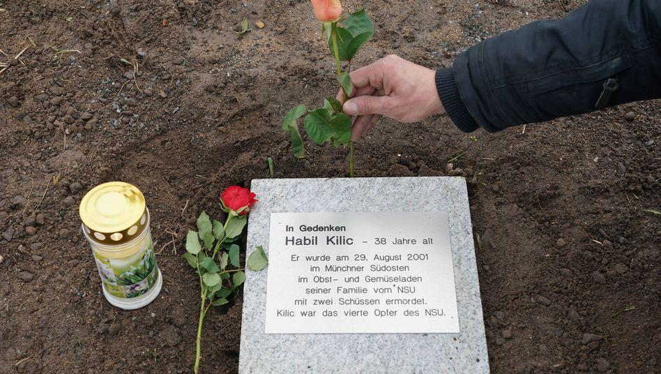 Gedenktafel für NSU-Opfer Habil Kilic in Zwickau: Symbol der Hoffnung und Mahnmal zugleich