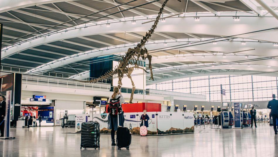 Skelett im Terminal 5 des Flughafens London Heathrow