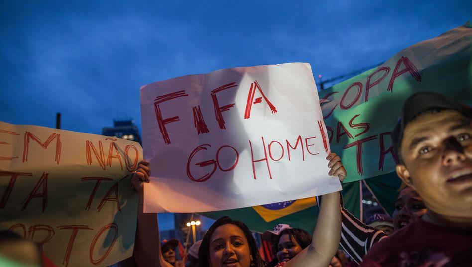 "Protest in São Paulo: ""Fifa Go Home"""