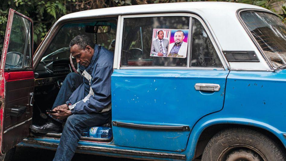 Taxi mit Bild des neuen Regierungschefs Abiy: Neugeborene werden nach ihm benannt