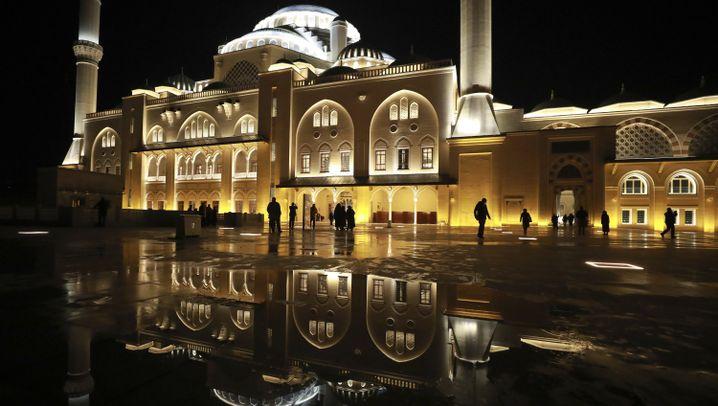 Neue Moschee in Istanbul: Gigantisches Gotteshaus