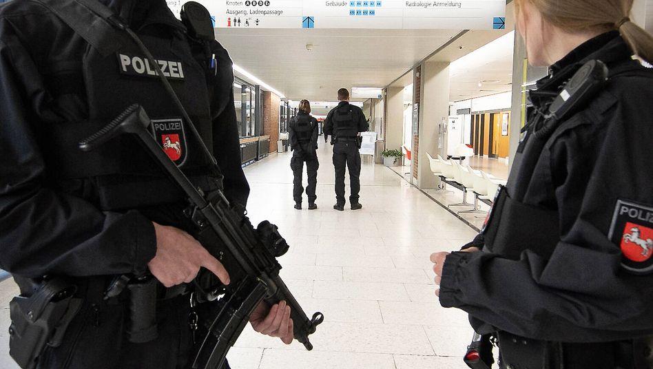 Angeblicher Mafiaboss in Hannover: Der unliebsame Patient ist weg, die Kosten für den Polizeieinsatz bleiben