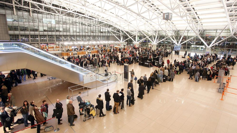 Warnstreikchaos: Polizei schließt Türen zu Hamburger Airport