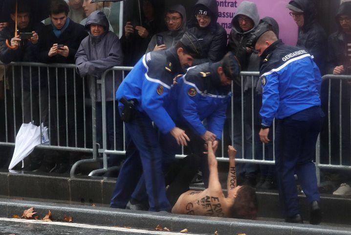 Femen-Aktivistin in Paris