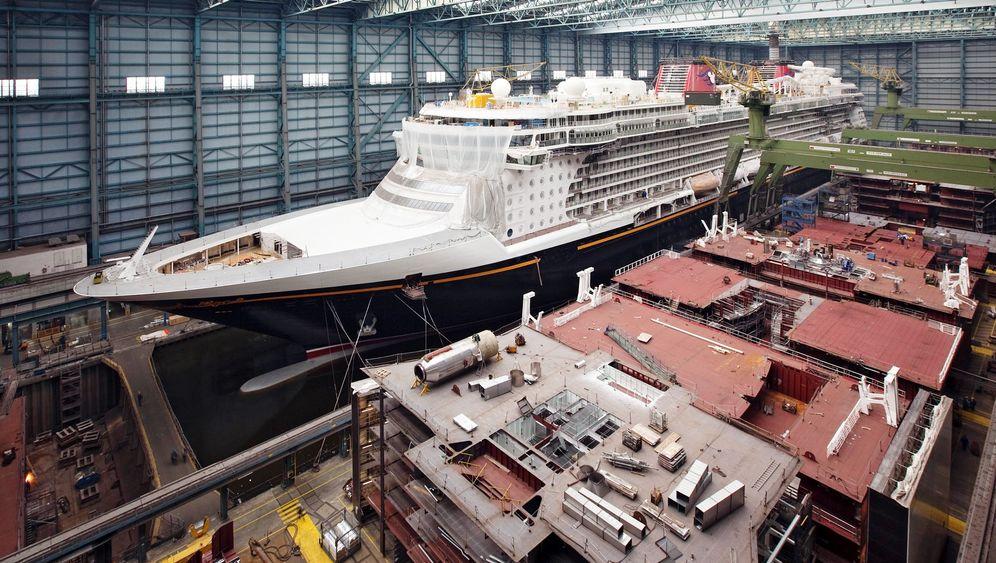 "Photo Gallery: German Shipyard Completes Cruise Ship ""Disney Dream"""