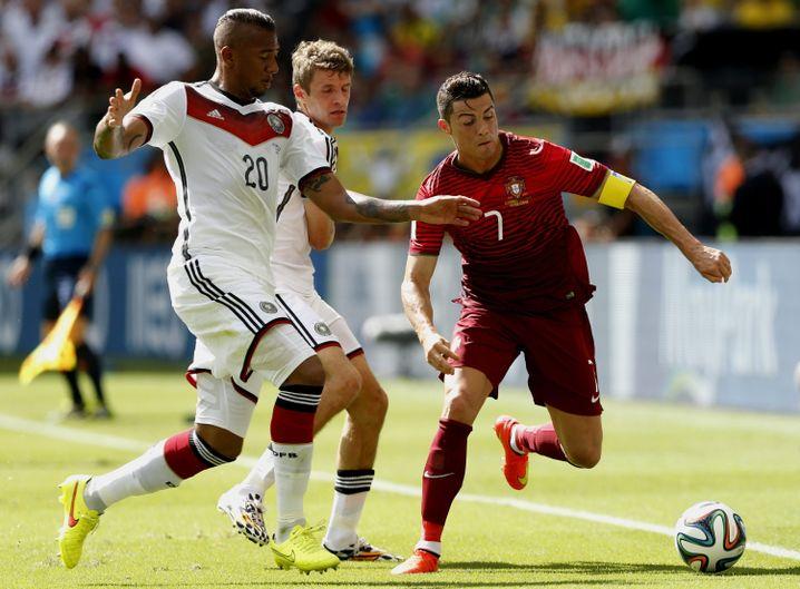 Jérôme Boateng (l.), Ronaldo: Der Sieger trägt das DFB-Dress