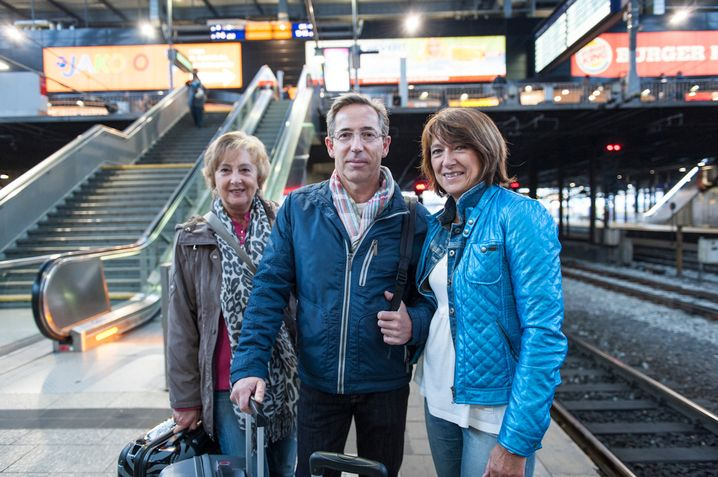 Vorfreude im Gepäck: Margit Gosch (l.), Siegfried Kurt und Regina Mason