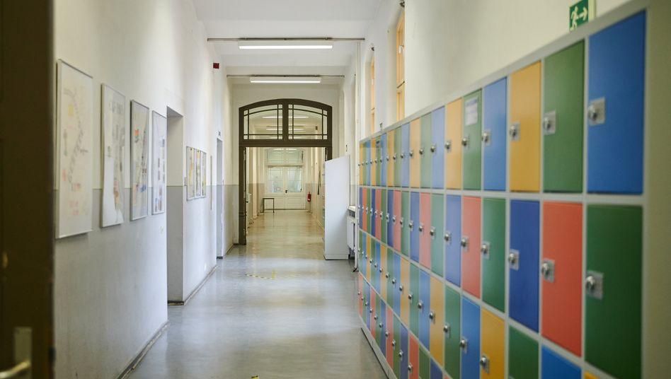 Leerer Schulflur in Berlin (Archivbild)