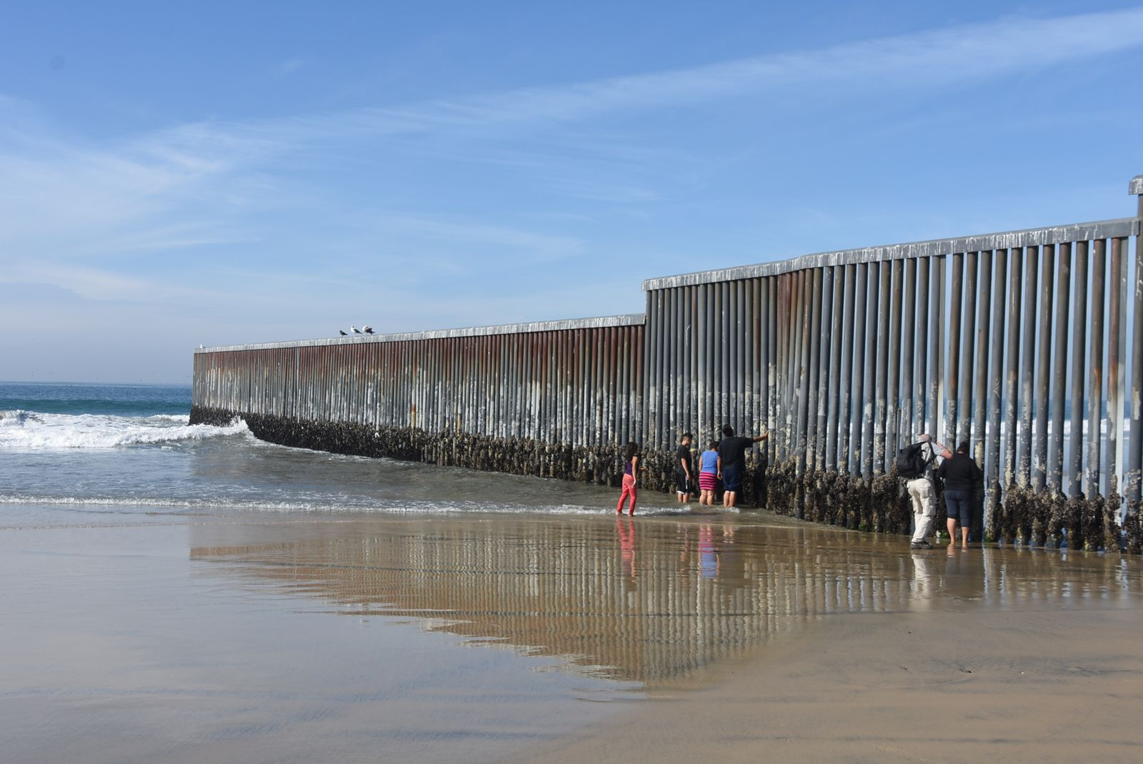 EINMALIGE VERWENDUNG Tijuana/ Beginn der Mauer im Pazifik
