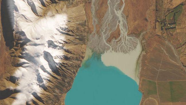 Lake Tekapo in Neuseeland: Reflektiert werden nur Blau- und Grüntöne