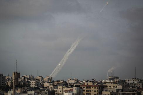 Die Hamas feuert von Gaza-Stadt aus Raketen in Richtung Israel